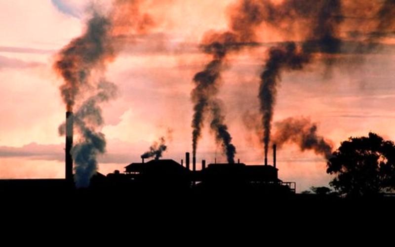 V ovzduší je zvýšená koncentrace znečišťujících látek. Omezte pohyb venku i větrání