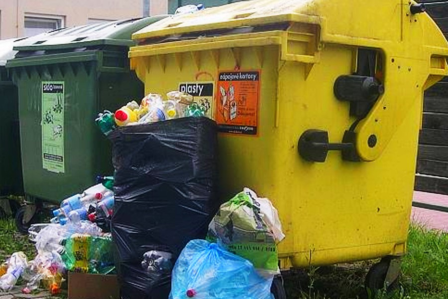 Přerované více třídí plasty, svoz jednou týdně už nestačí