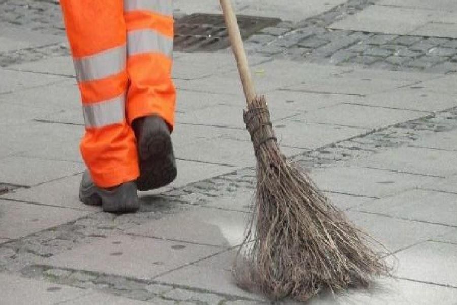Proč nemohou dlouhodobě nezaměstnaní uklízet Přerov a čistit břehy Bečvy? Většina si stěžuje na bolesti těla