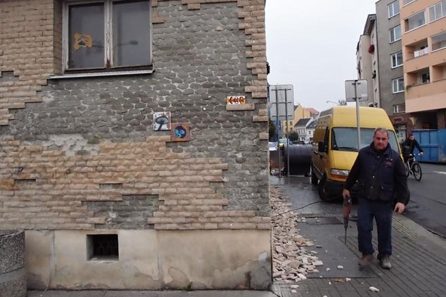 """Toalety v """"malé pasáži"""" dostanou novou fasádu, okna a dveře"""