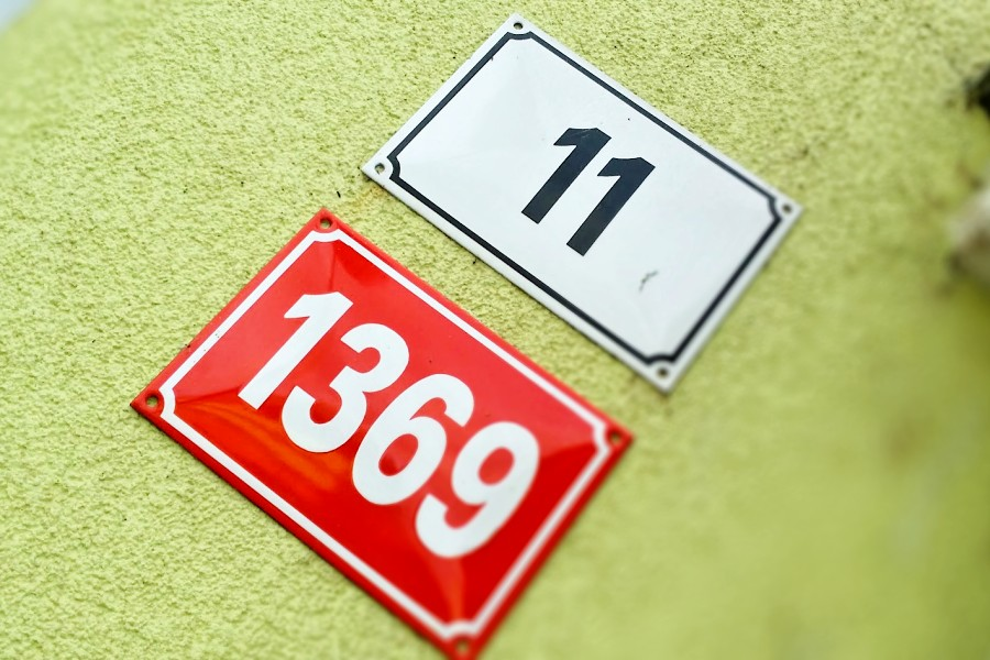 Přerovští strážníci upozorňují lidi na chybějící popisná čísla na domech