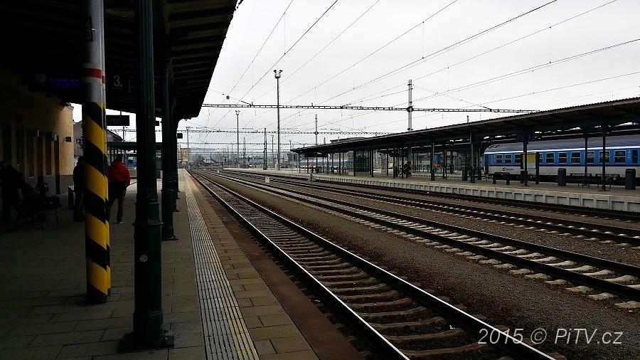 Na trati Brno – Přerov je týdenní výluka, cestující musejí do autobusů