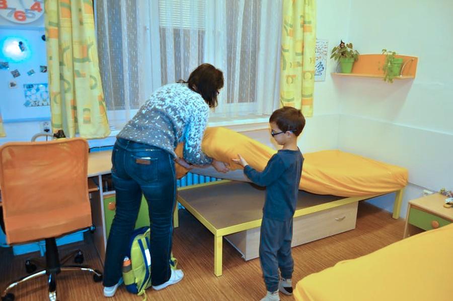 Děti z dětského domova dostaly matrace od firmy ze sousedství