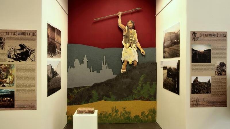 Publikaci s názvem Od lovců mamutů k cihle čeká slavnostní křest