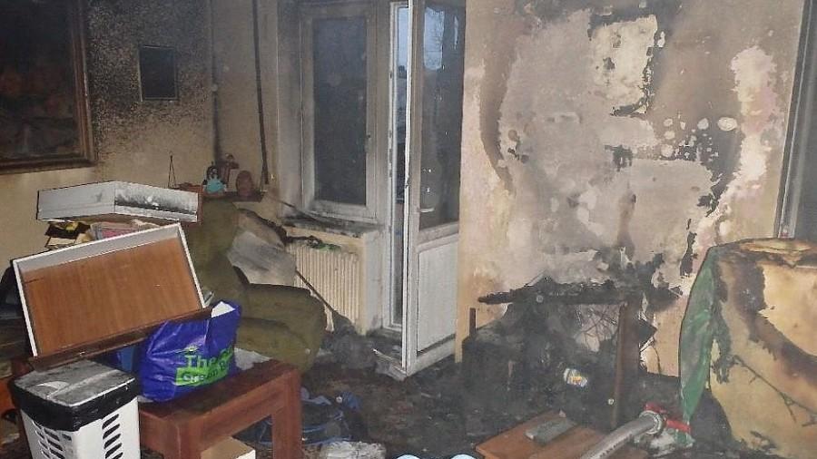 Dvacet osob hasiči evakuovali při požáru bytového domu v Přerově