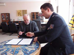 podpis-smlouvy-primator-policie
