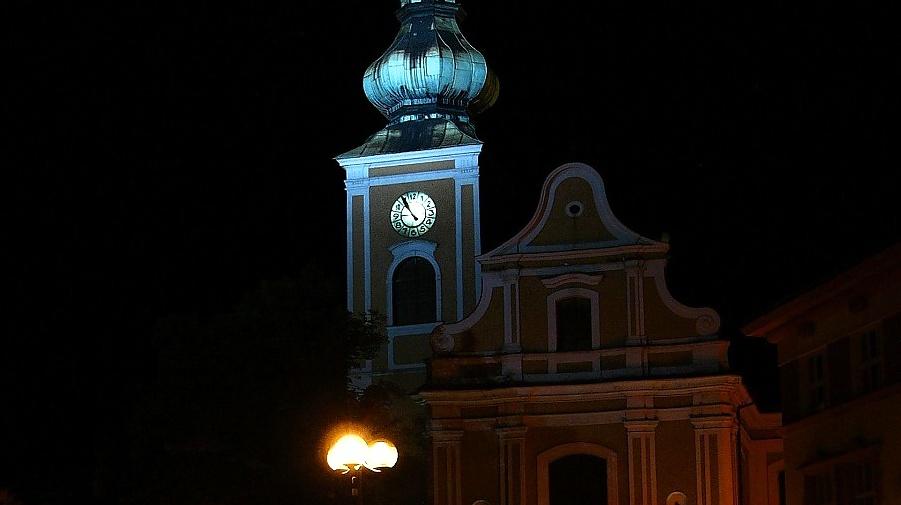 V pátek v noci se otevřou kostely. Bude se tam i tancovat