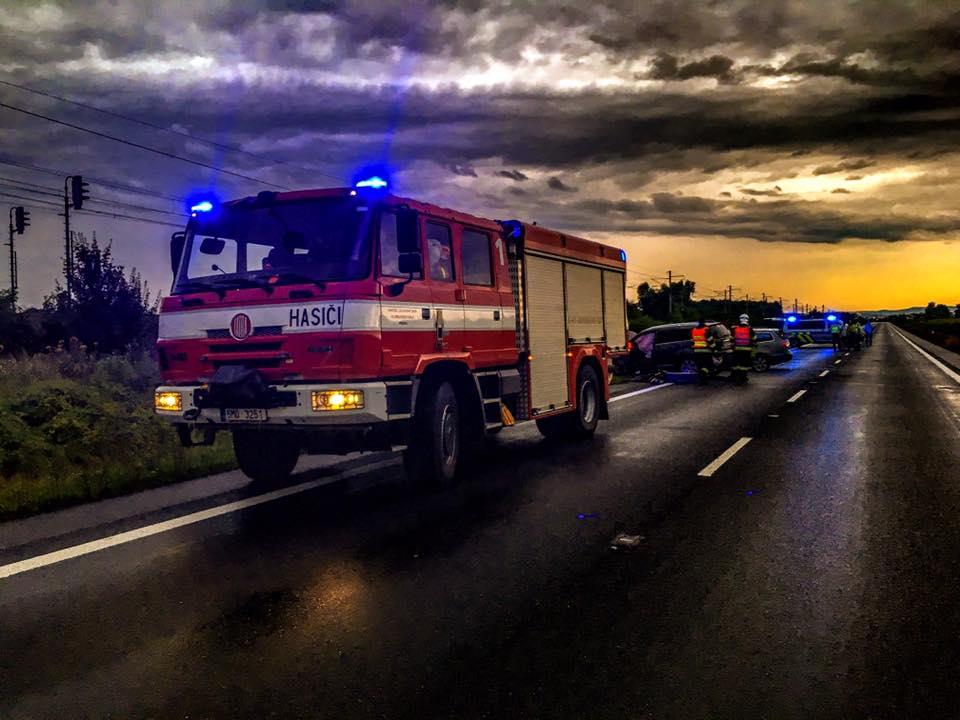 Tragická nehoda u Horní Moštěnice. Po čelní srážce tři mrtví a tři zranění