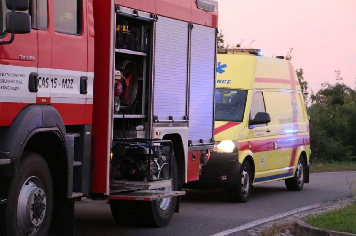 U Lipníka vyjelo auto z dálnice. Řidič nepřežil.