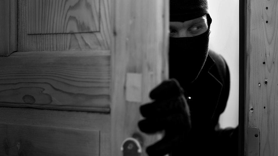 Zloděj včera kradl v domě v Horní Moštěnici, odnesl si peníze a šperky