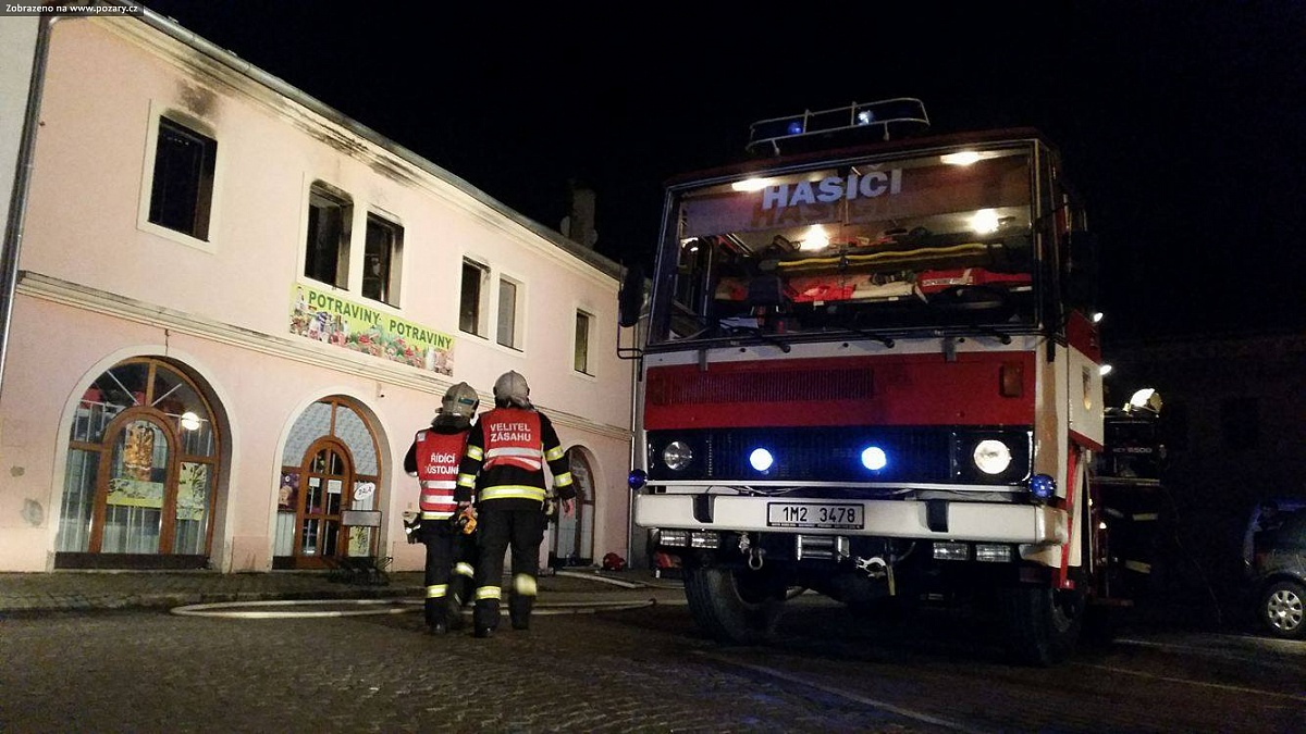 VIDEO: V Tovačově hořel dům na náměstí, zahynulo několik domácích mazlíčků