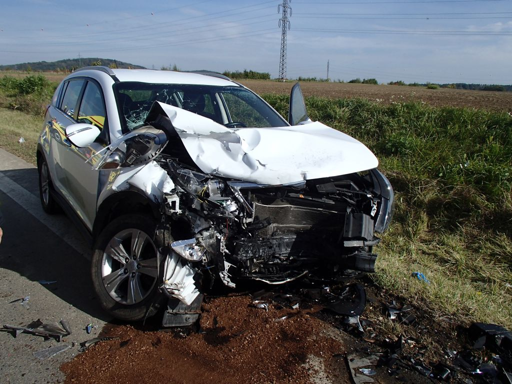 Dodávka se u Olšovce střetla s osobním autem, k nehodě letěl vrtulník