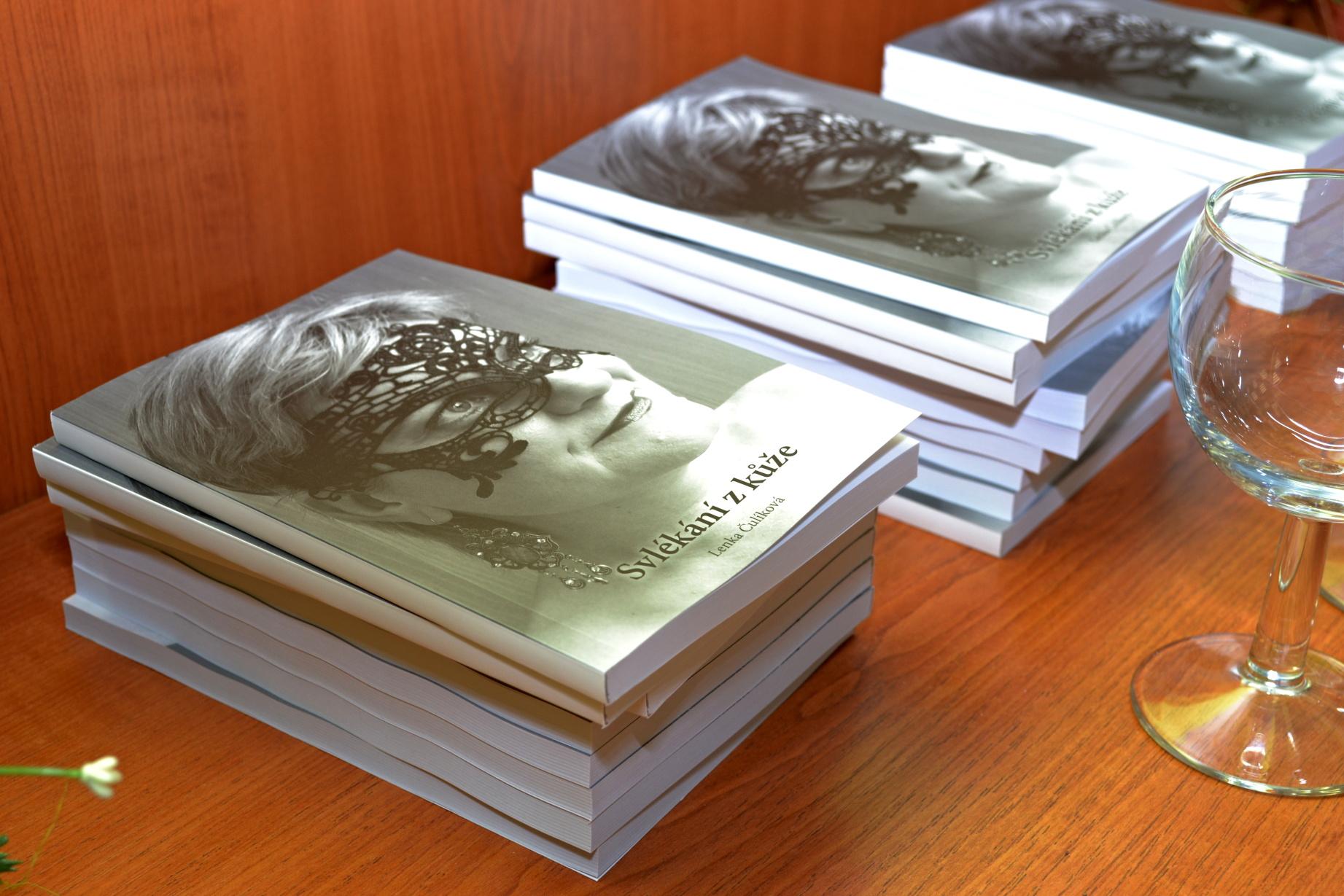 Přerovská básnířka pokřtila novou knihu Svlékání z kůže