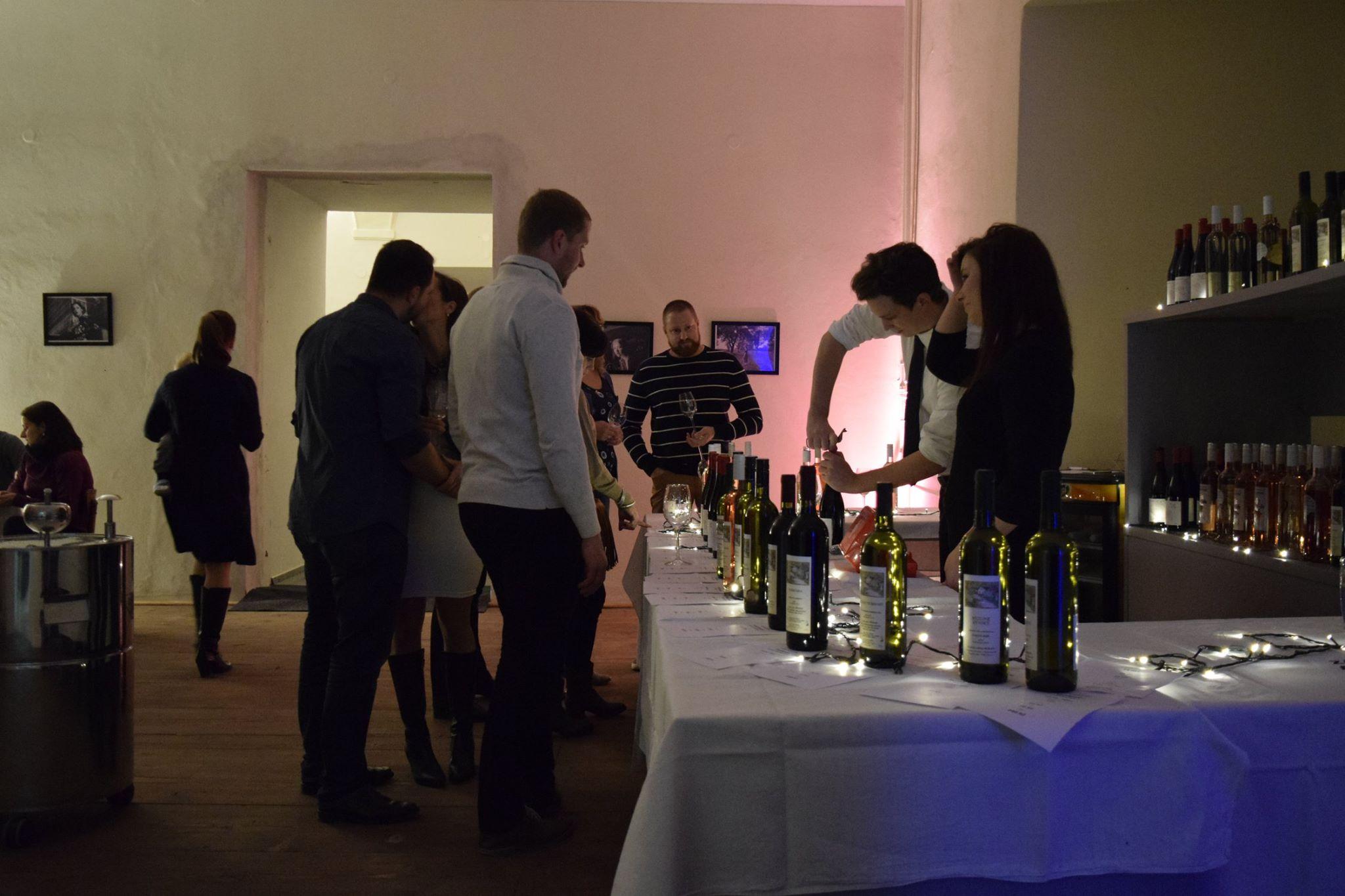 678 lahví vypili návštěvníci Vinobraní na zámku v Dřevohosticích