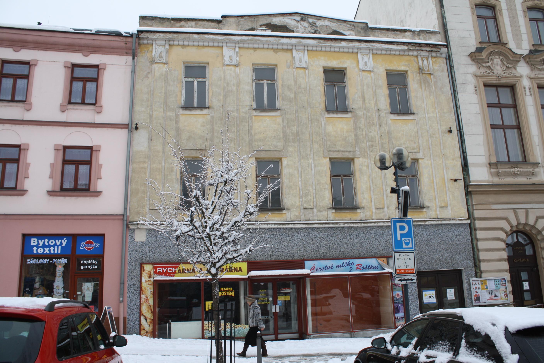 Město se chce zbavit domů na náměstí i jiných budov, nemá pro ně využití