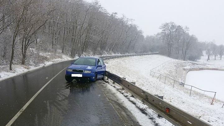 """Řidička auta bouraného nad Roklí nadýchala 2 promile, tvrdila, že to bude """"zbytkáč"""""""