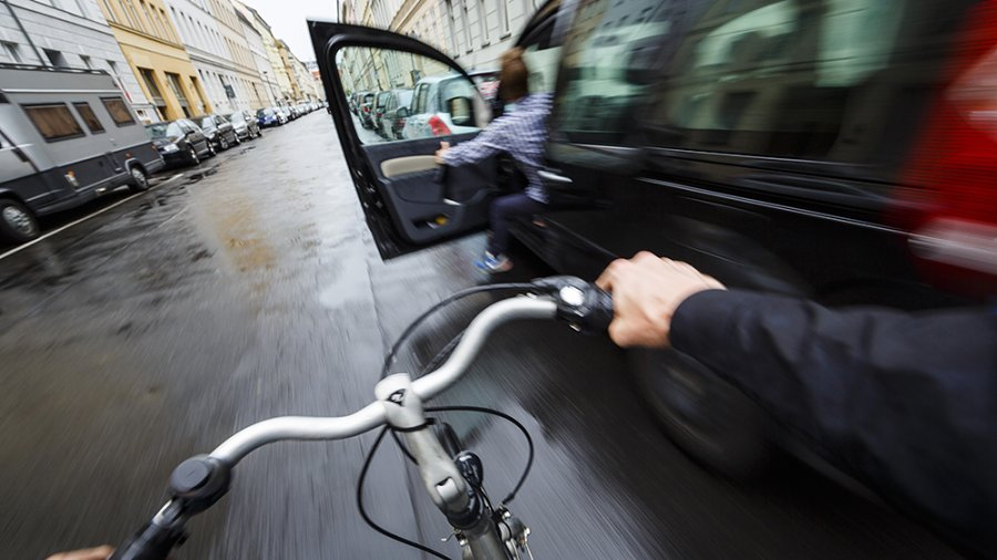 Nepozornost zavinila zranění cyklisty