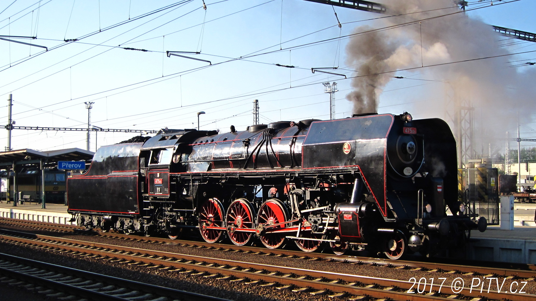"""FOTO: Parní lokomotiva 475.1 """"Šlechtična"""" v Přerově"""
