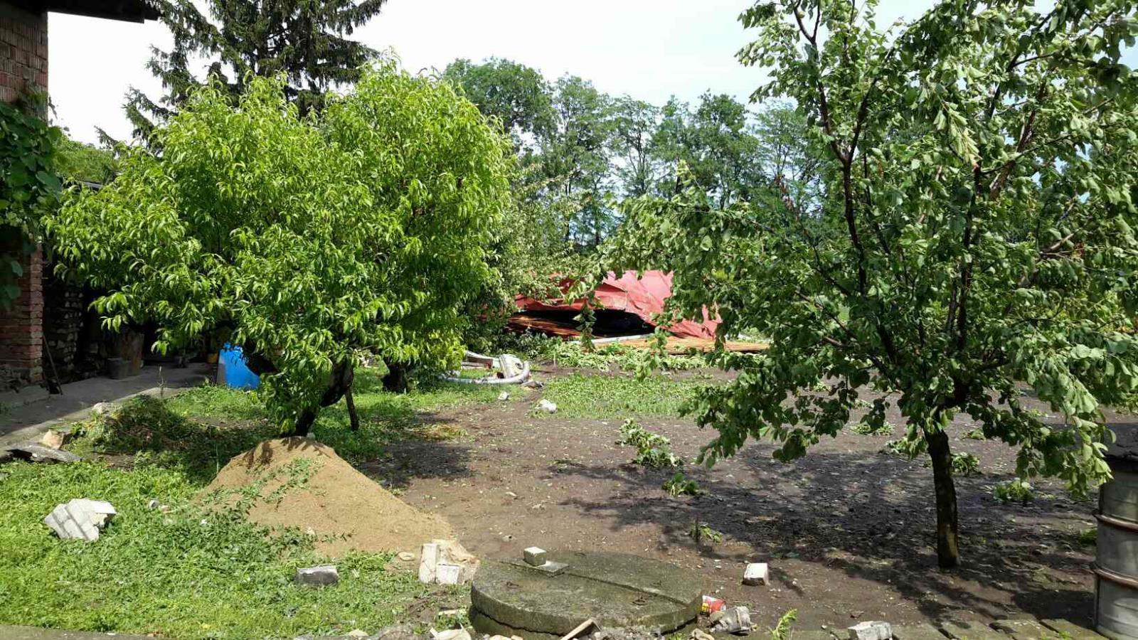 Bouřky a lokální průtrže mračen působí problémy po celém kraji