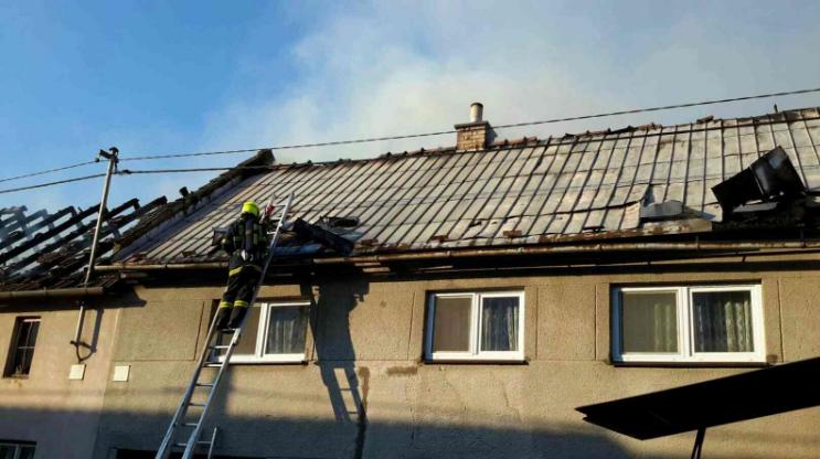 V Jezernici hořelo několik domů. Škody jsou více než milionové
