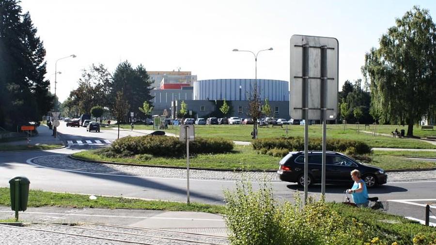 Uzavírky kruhových objezdů se blíží, seznamte se se situací na Žerotínově náměstí a s objízdnými trasami autobusů
