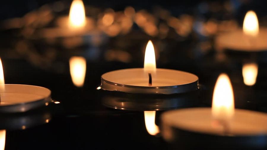 Svíčky, plující po Bečvě, dnes připomenou Památný sokolský den