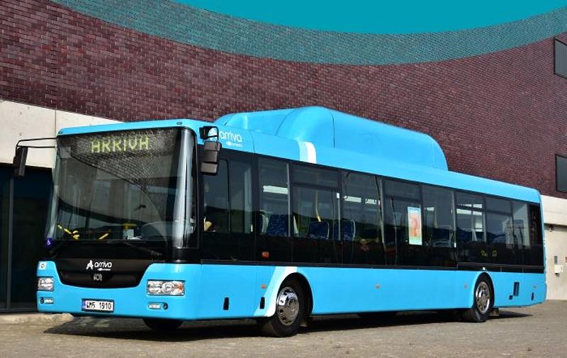 Nové nízkopodlažní autobusy budou mít klimatizaci, informační panel, přijímač pro nevidomé i bankovní terminál