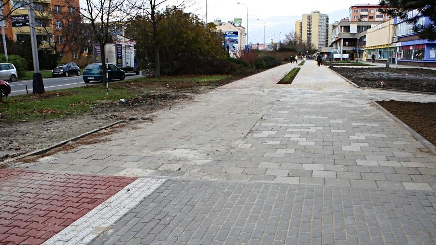 Novou cyklostezku přerušil pruh staré dlažby. Pozemek není vmajetku Přerova – ale brzy už bude