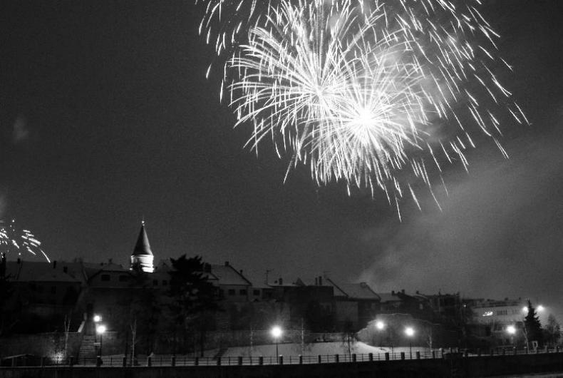 Ohňostroj se na Nový rok nepodařilo v Přerově odpálit. Světelná šou nad Bečvou se překládá na Tři krále