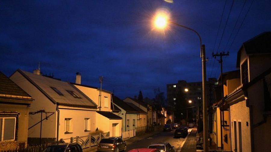 Čtvrť s rodinnými domy v Předmostí získá letos nové osvětlení