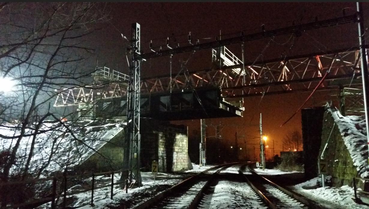 Dluhonský most už je odstraněn, druhá konstrukce nad tratí padne v létě