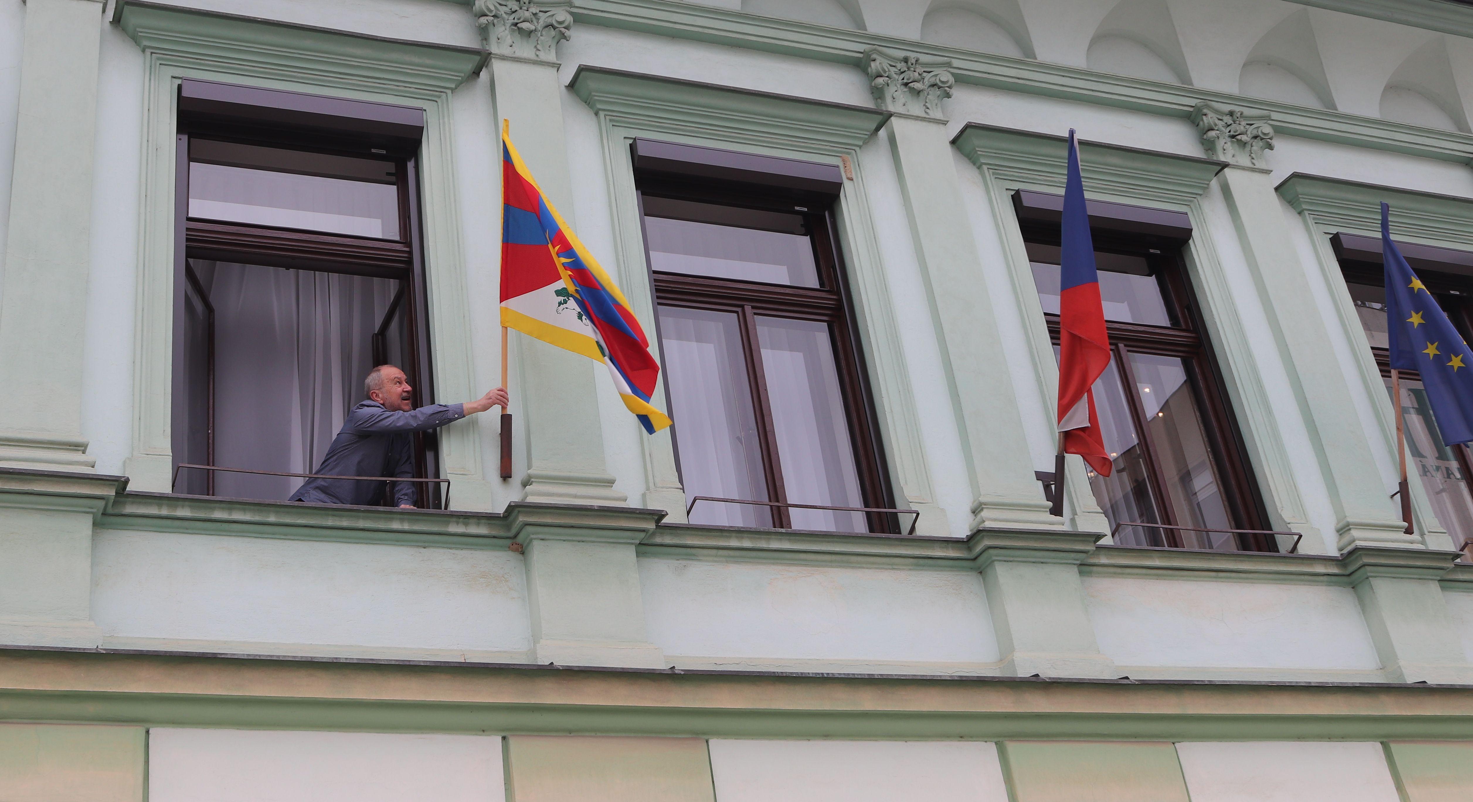 Vlajka pro Tibet na přerovské radnici i v roce 2018