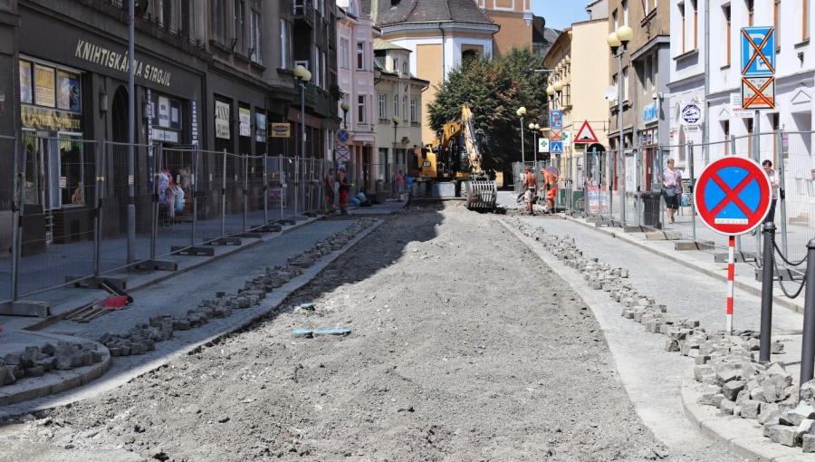 Začala další etapa opravy v Kratochvílově ulici. Silnice bude uzavřena do konce října