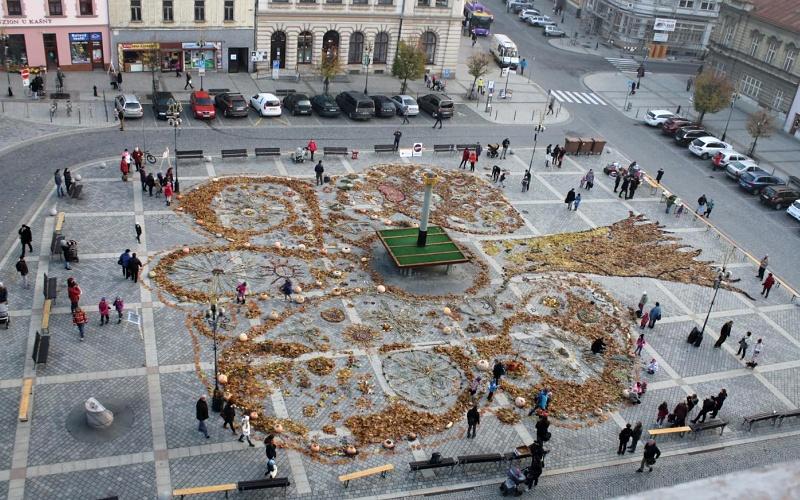 Listy, šípky, dýně i šišky pokryjí celé náměstí. Přerov se už připravuje na Land Art