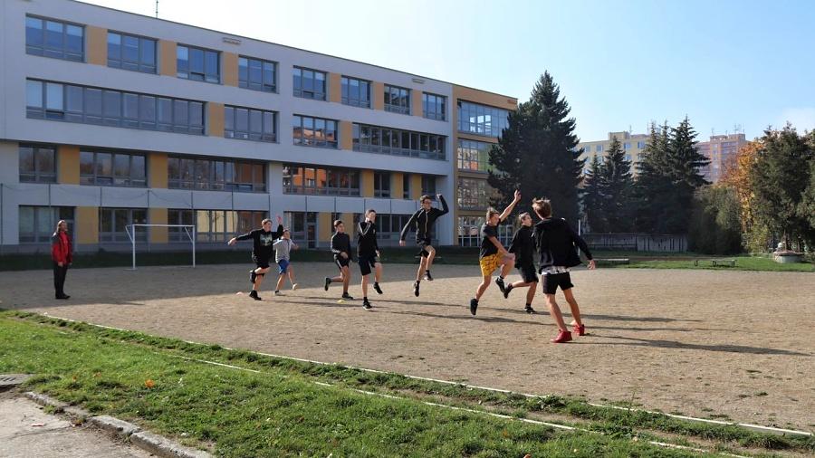 Škola U Tenisu bude mít nové hřiště. Projekt ukáže rozmístění sportovišť