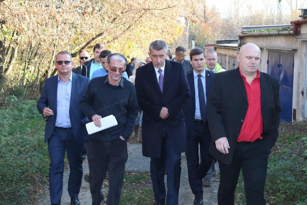 Premiér Andrej Babiš navštívil Dluhonice. Nová trasa dálnice už podle něj není možná