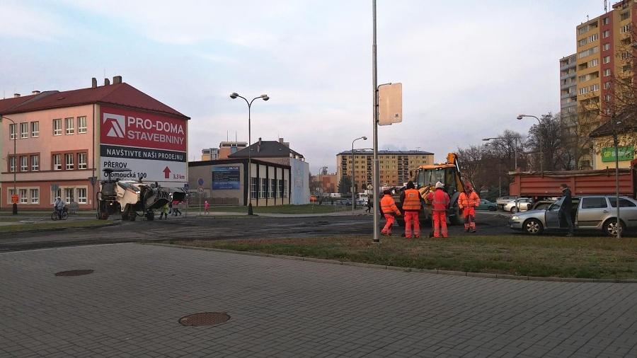 Frekventovaná vozovka v Čechově ulici je už průjezdná – podařilo se ji otevřít dříve