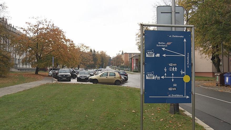 Před Meoptou se začne rozšiřovat parkoviště, nabídne skoro stovku míst