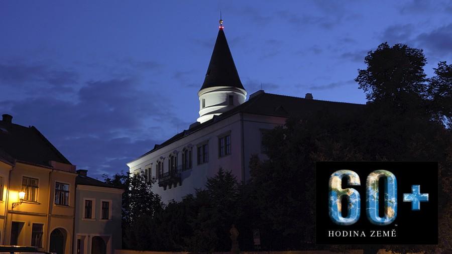 Na hodinu se zhasne osvětlení na Tyršově mostě. Nasvíceny nebudou ani hradby a zámek