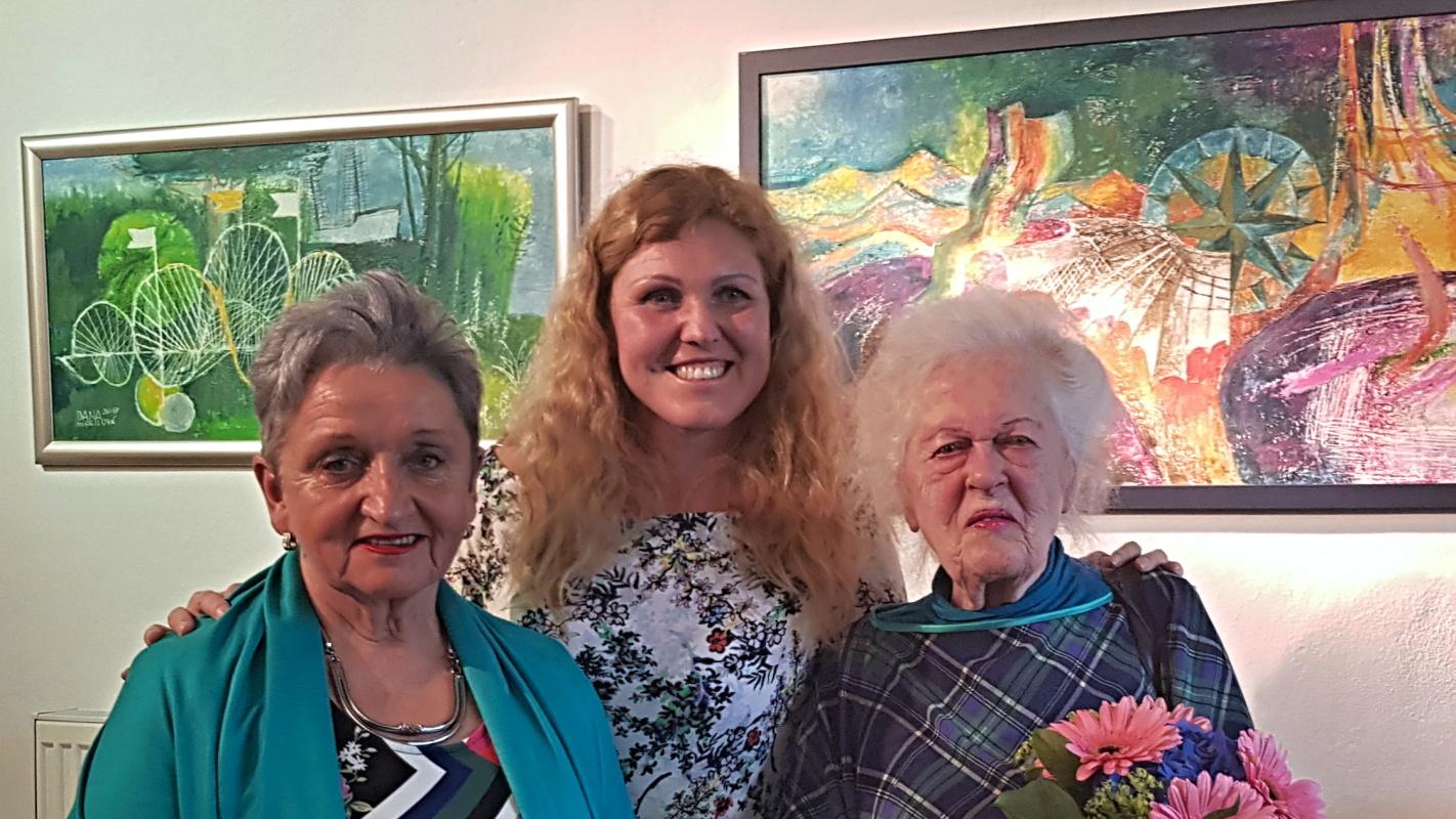 Akademická malířka Dana Hlobilová vystavuje v městské galerii své obrazy