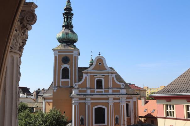 ŽIVĚ: Nedělní mše z kostela sv. Vavřince k 150. výročí vzniku GJŠ