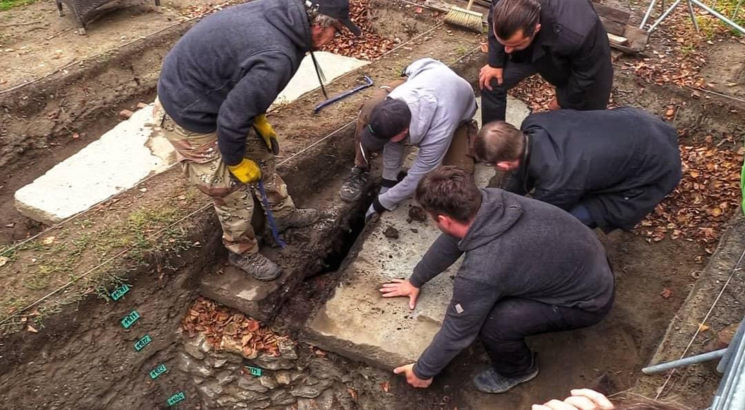 Stovky let stará studna na Horním náměstí se dočká obnovy