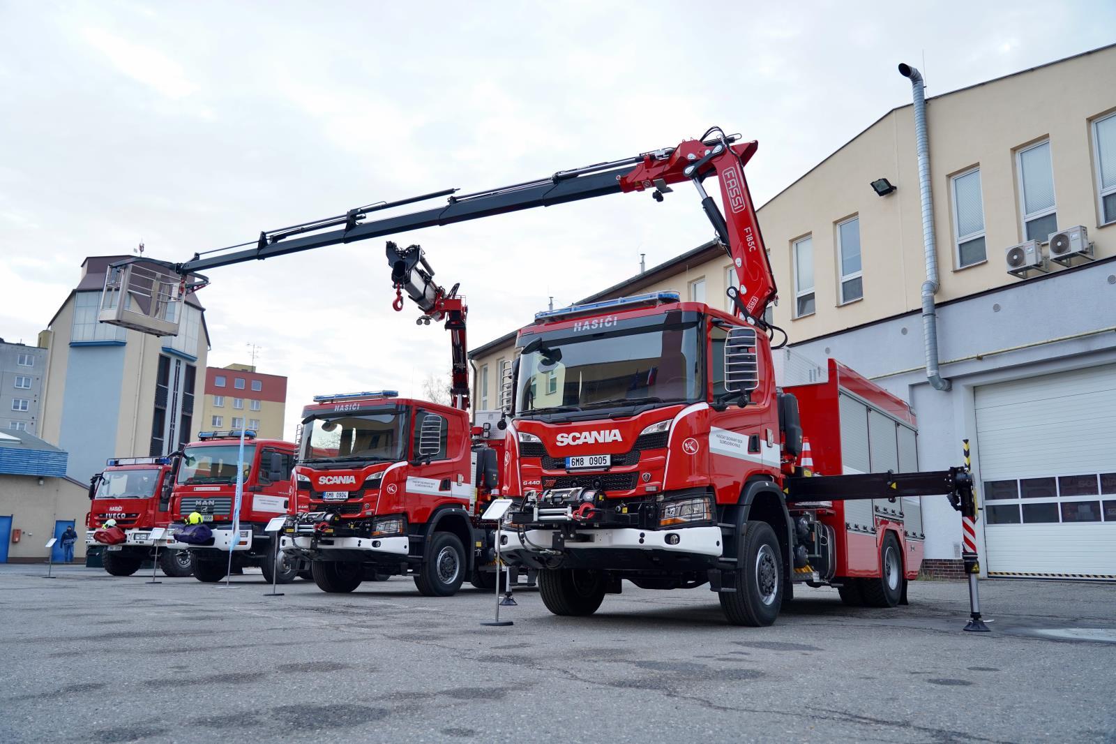 Přerovští hasiči dostali od kraje nový technický automobil