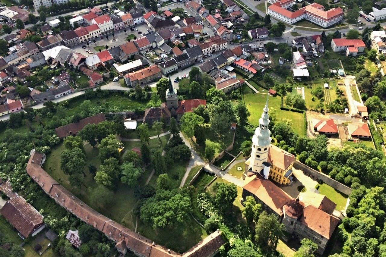 Turistická sezóna vrcholí. Olomoucký kraj hlásí vysokou návštěvnost