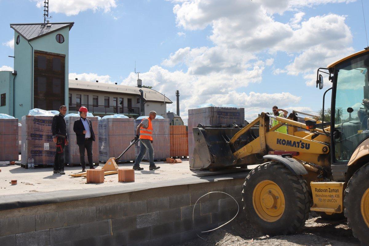 V Uničově roste nová základna pro záchranáře