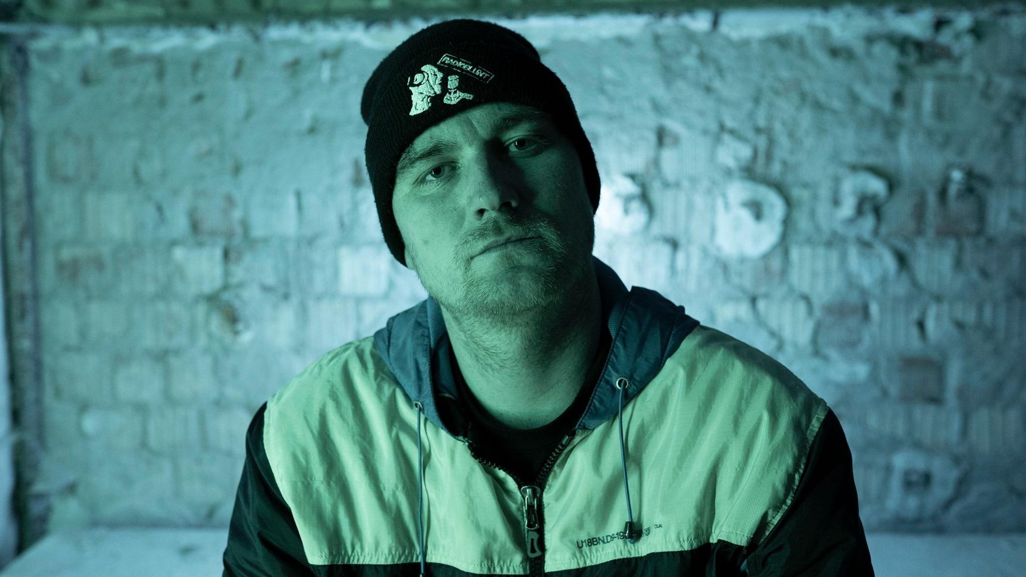 Přerovský rapper JaPh má nový videoklip. Vysvětluje v něm, proč je přerovský rap 'Schovanej'