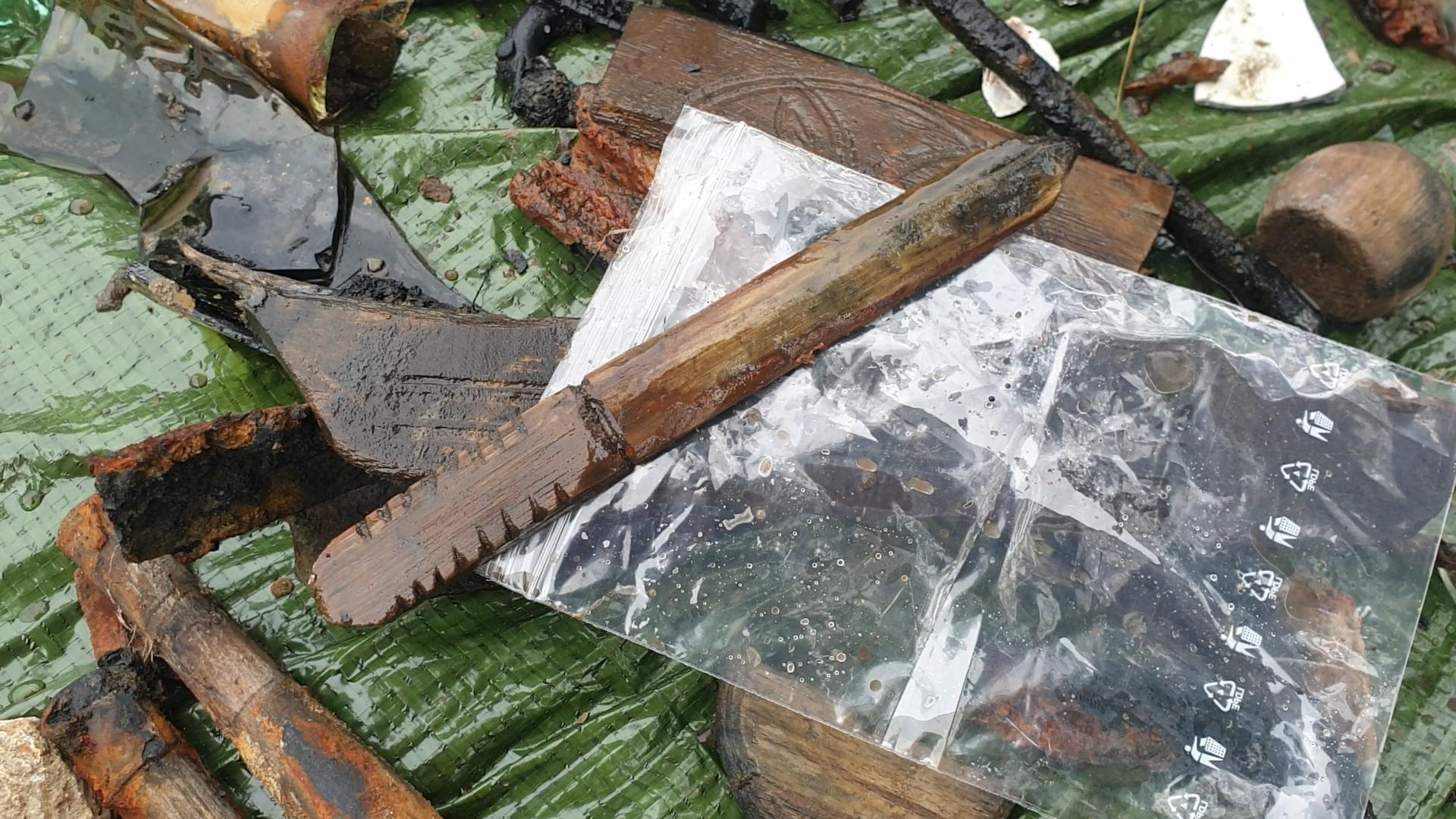 VIDEO: Archeologové ve studni na Horním náměstí objevili více než 100 let staré předměty