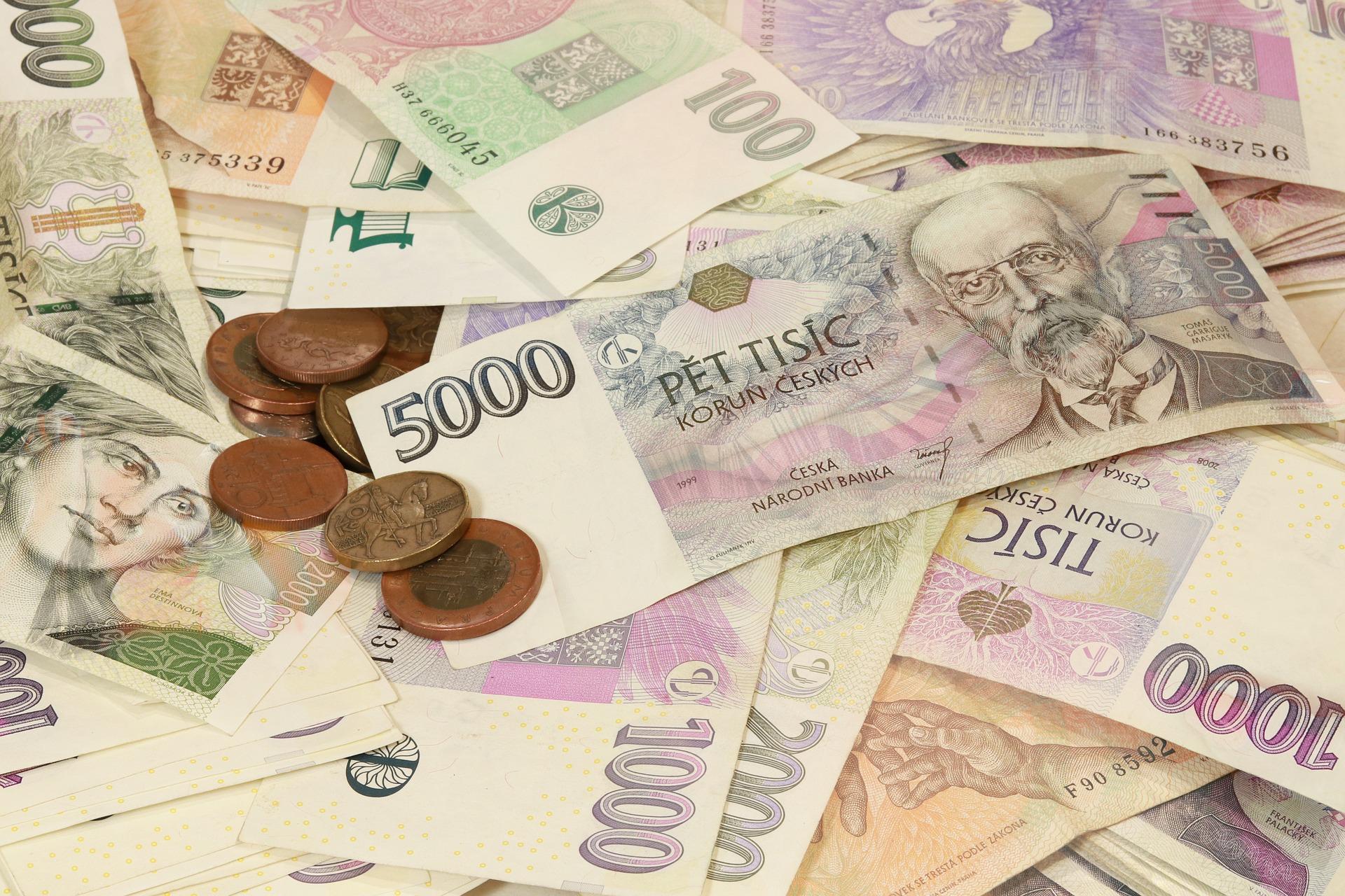 Přebytek z loňska, zapojení finanční rezervy i možnost úvěru. Kraj plánuje cestu z koronakrize