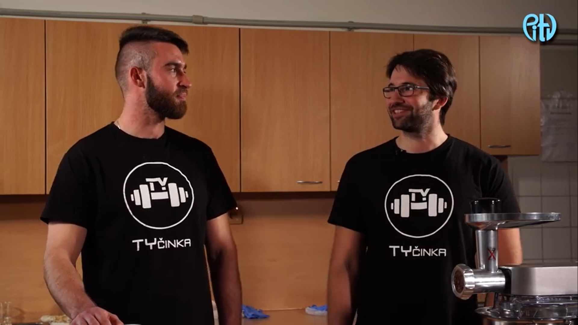 VIDEO: V Přerově se dělají zdravé TyČinky. Kdo za nimi stojí a jak probíhá výroba?