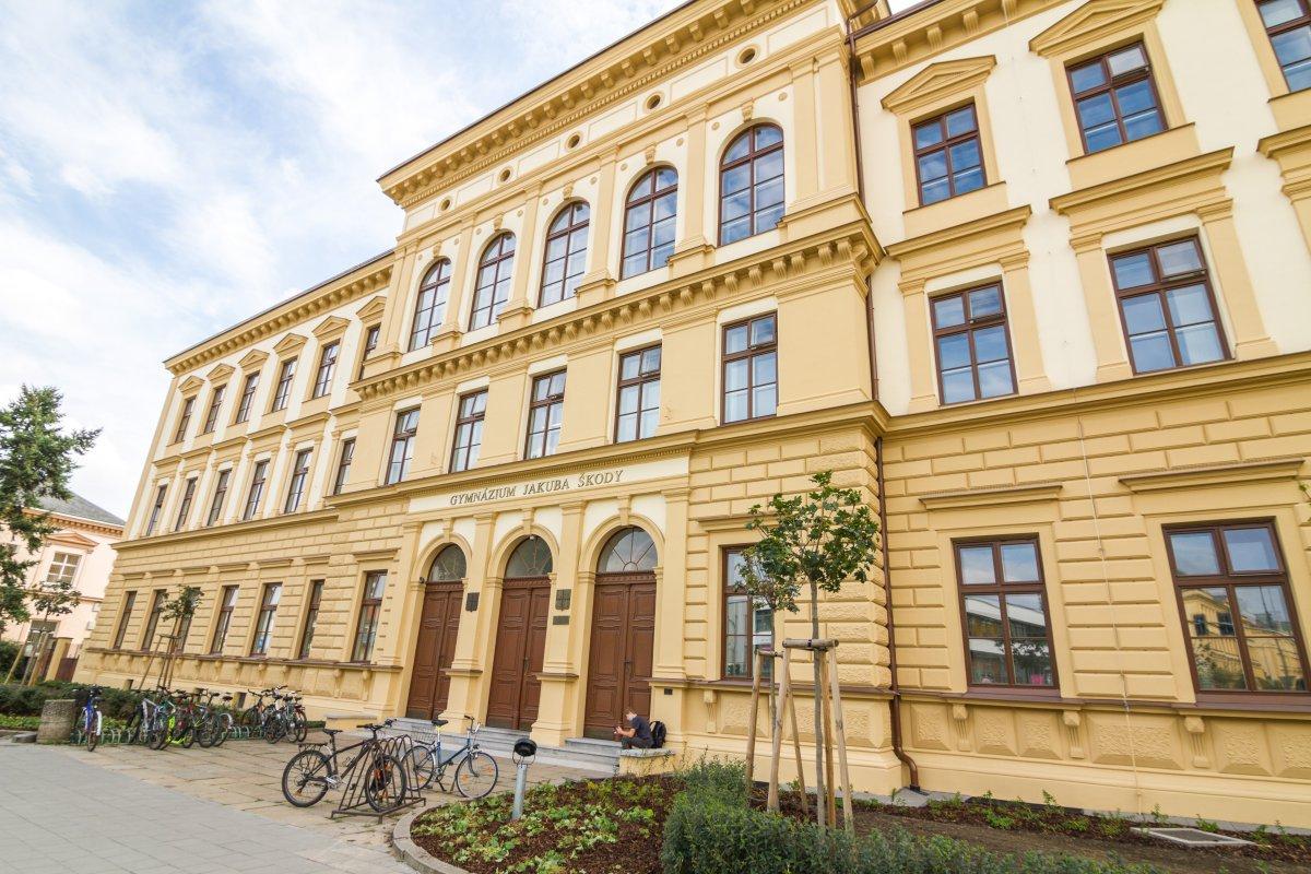 Gymnázium v Přerově snoubí půvab s historií. V Mohelnici vsadili na moderní technologie